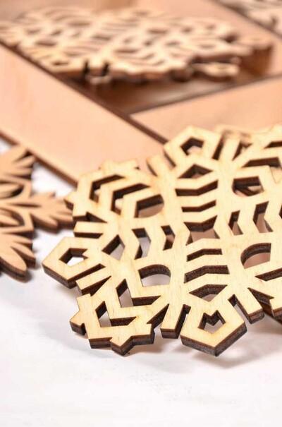 Подарочный набор из 18 снежинок для новогоднего декора