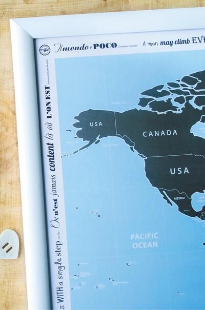 Скретч-карта мира в деревянной раме