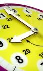 Большие цифры и стрелки-наглядное пособие ( часы) для детей
